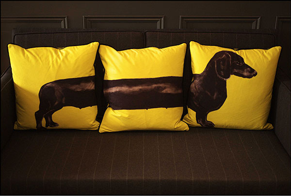 mandeville-hotel-dog-pillows